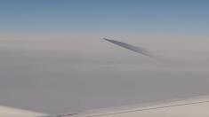 De Voldemort à un avion de chasse, la vidéo d'un OVNI à partir d'une fenêtre d'avion soulève des théories