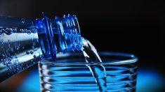 Plusieurs marques d'eau en bouteille contaminée par des particules de plastique