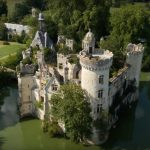 Laissé à l'abandon, un château français du 13e siècle tombait en ruine – ce que les internautes ont fait pour le sauver va vous étonner