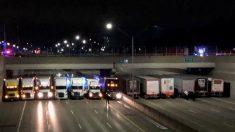 États-Unis: Pour empêcher un homme de sauter d'un pont, 13 routiers alignent leurs camions