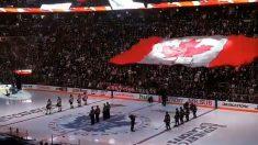 Scènes émotionnelles avant un match de hockey sur glace au Canada