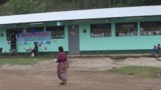 Depuis 2009, une ONG a construit 109 écoles avec des bouteilles en plastique