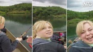 Cette femme a des problèmes avec sa canne à pêche. Quand elle la passe au petit ami, il dit: «Tiens plutôt ça»