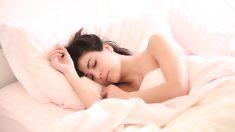 Découvrez 9 positions de sommeil pour soulager les maux du quotidien