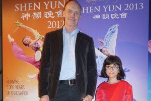 Shen Yun, selon un cadre du ministère de la Défense: «Ce que j'ai beaucoup apprécié dans le spectacle, c'est toute la synchronisation»