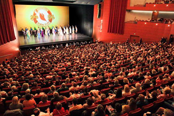 Un musicien à propos des artistes de Shen Yun: «Un travail merveilleux, au millimètre près!»
