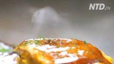Ceci est connu sous le nom de 'pizza japonaise', et c'est vraiment vendeur - vous comprendrez pourquoi
