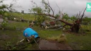 Après que des chasseurs de tempêtes contemplent une tornade, ils trouvent quelque chose que je ne peux pas m'imaginer voir dans la vraie vie