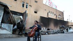 Dans les ruines de Mossoul, des notes de musique comme symbole de paix