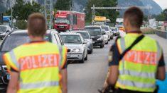 Migrants: le ministre allemand menace de fermer les frontières en juillet faute d'accord européen