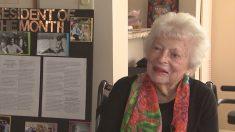 À 90 ans, cette grand-mère reçoit son diplôme de l'université
