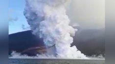 Un volcan entre en éruption aux Galapagos, les scientifiques filment des images incroyables