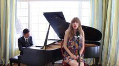 Une femme offre un medley phénoménal d'un film célèbre avec juste un piano pour l'accompagner - quelle performance!
