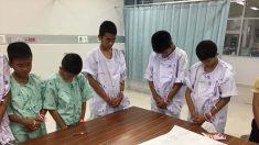 Enfants sauvés en Thaïlande : ils fondent en larmes devant l'image du sauveteur qui a donné sa vie pour eux
