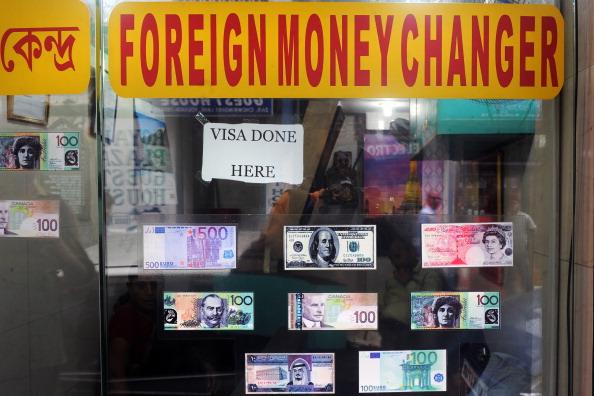 Donald Trump accuse l'Union européenne et la Chine de manipuler leurs monnaies