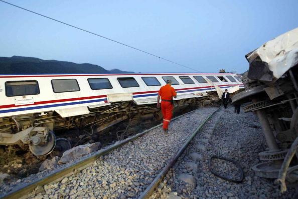 Dix morts, 73 blessés dans le déraillement d'un train en Turquie (télévision publique)