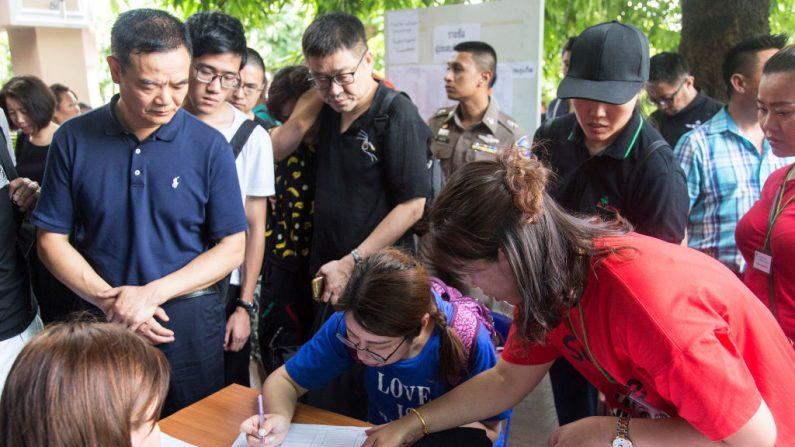 Naufrage en Thaïlande: chagrin et colère des proches
