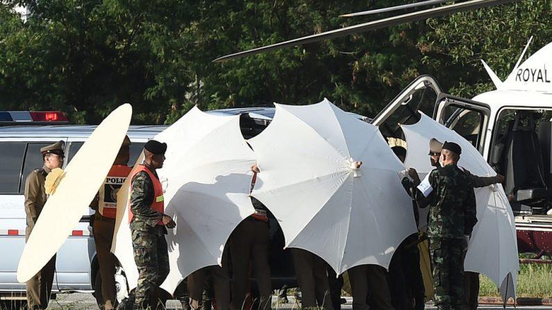 Thaïlande: un 11ème évacué, course contre la pluie pour les derniers