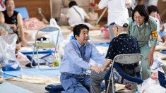 Le Premier ministre japonais se rend dans une zone sinistrée, promet des aides alors que de nouvelles alertes sont émises