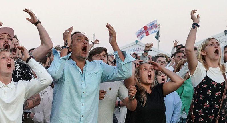 Mondial-2018: entre tristesse et fierté, les supporters anglais saluent leur équipe