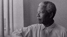 Pourquoi Nelson Mandela a fait venir trois de ses anciens gardiens de prison au palais présidentiel après être devenu président?