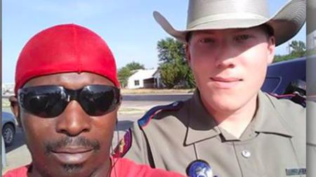 Une foi en l'humanité restaurée: La bonne action d'un policier d'État pour aider à faire le plein d'essence d'un homme devient virale