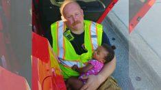 Ce pompier vient de travailler 12 heures et plus. C'est lui après son dernier emploi