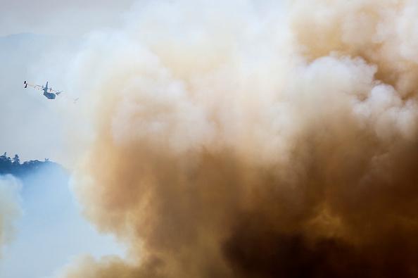 Des plages du sud du Portugal obscurcies par la fumée de l'incendie qui fait rage depuis 7 jours