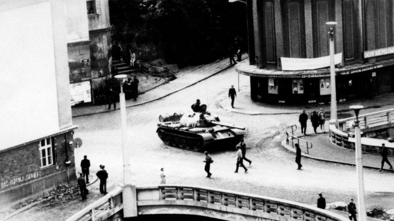Ecrasement du Printemps de Prague: le premier jour vu par l'AFP