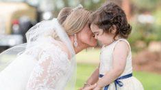 Une femme donne de la moelle osseuse à une fillette de 3 ans et l'invite à être bouquetière à son mariage