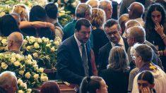 Catastrophe de Gênes : Matteo Salvini et Luigi Di Maio acclamés par la foule pendant les funérailles des victimes