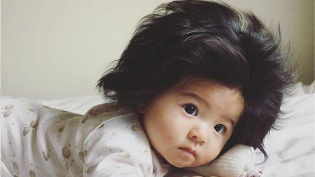 Né avec une tête pleine de cheveux, ce bébé japonais a maintenant 223 500 adeptes