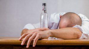 Ces jeunes qui arrêtent de boire de l'alcool, une tendance qui se généralise