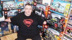 Un homme né sans mains construit des modèles Lego incroyables