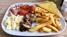 Londres: accusé de racisme, un café doit fermer car il décorait ses plats avec des drapeaux britanniques