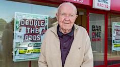 À 84 ans, il met en fuite trois braqueurs venus faire un braquage dans un bar