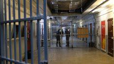 Paris: il porte 18 coups de couteau à un passant dans la rue et parvient à éviter la prison