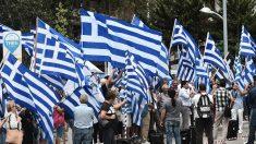 Tsipras promet la «renaissance» de la Grèce après les plans de sauvetage