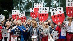 Réforme de la Cour suprême en Pologne: Varsovie campe sur ses positions