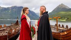 Norvège – Un couple se marie dans la plus pure tradition viking, une première depuis au moins 1000 ans