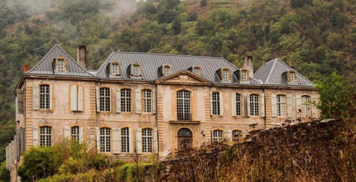 Un couple a acheté un château abandonné du 18e siècle –  sans avoir vu le site