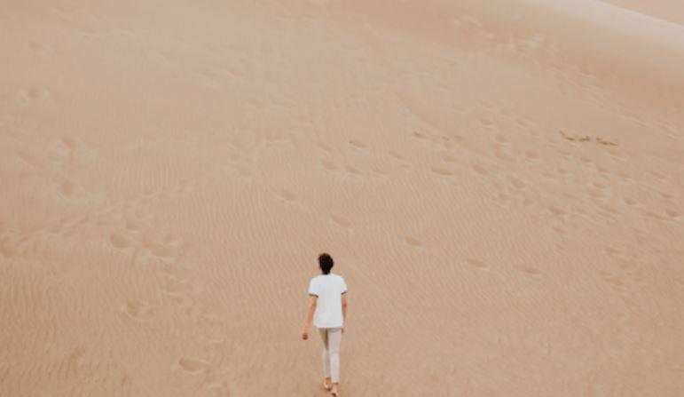 Pourquoi la solitude atteint-elle son apogée avant la trentaine?