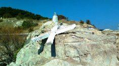 Grèce : une grande croix chrétienne détruite à Lesbos pour ne pas « offenser les migrants »