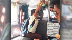 Le chauffeur offre à un écolier pauvre avec peu d'argent de poche un trajet gratuit pour se rendre à l'école