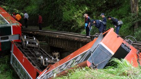 17 morts dans un accident de train à Taïwan