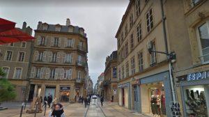 METZ – Pour avoir refusé de donner une cigarette, il se fait tabasser par trois hommes dans le centre-ville