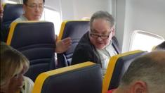 Ryanair critiquée pour avoir laissé faire un passager ayant proféré des insultes racistes