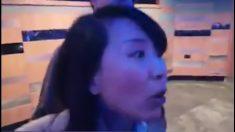 Un reporter de CCTV gifle un étudiant bénévole à un meeting du parti conservateur du Royaume-Uni
