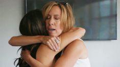 Une femme de 54 ans - adoptée - retrouve sa soeur jumelle dont elle ignorait l'existence