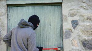 Savoie: il cambriole une maison, oublie ses papiers sur place, puis porte plainte pour vol